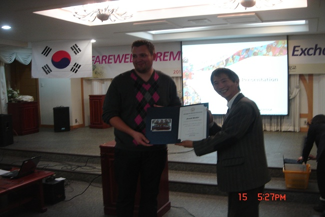 Farewell ceremony for Fall 2011 exchange students 관련 이미지입니다.