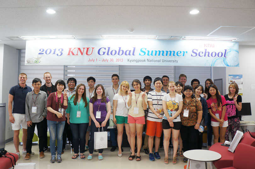 2013 KNU Global Summer School Orientation 관련 이미지입니다.